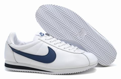 basket nike classic cortez nylon bleu nike cortez cuir femme nike cortez blue nylon. Black Bedroom Furniture Sets. Home Design Ideas